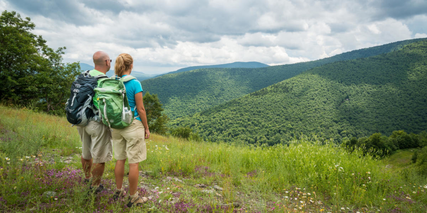 couple hiking the mountains in the Great Northern Catskills