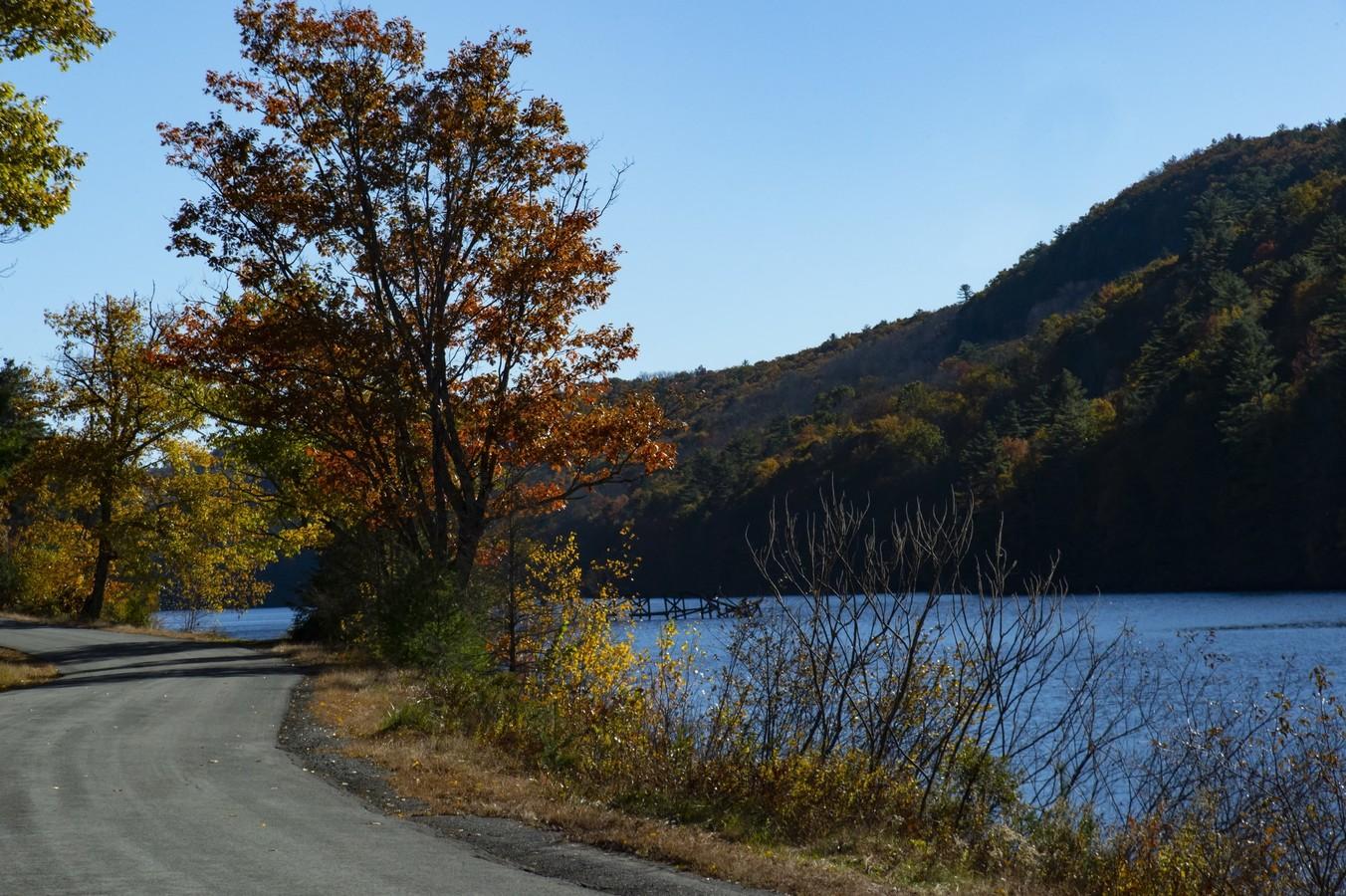 scenic Catskills drive along river